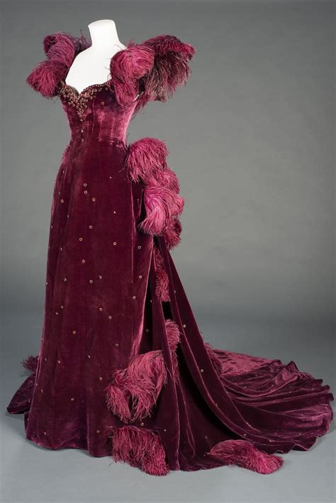 Costume designed by Walter Plunkett for Vivien Leigh in